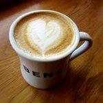ベンチ コーヒー - カフェラテ!