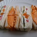 64489422 - 『蘭王』のふわふわ玉子のサンドイッチとミックスフルーツ生クリームです♪