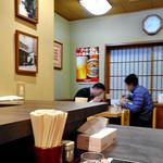 三吉屋 - カウンター席 & テーブル席