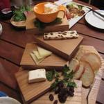 肉とチーズのお店 - チーズ盛り合わせ4種 1188円