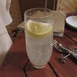 肉とチーズのお店 - リモンチェッロネード 594円