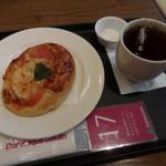 ドミニック・ジュラン - トマトのフォカッチャ、ホットティー