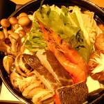 鮮魚と地酒 個室居酒屋 篤媛 - 焼きアゴ出汁の豪華海鮮寄せ鍋(篤姫コース・VIPコース)