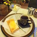 ナポレオン - ブレンドコーヒー ※トーストとアイスクリームはサービスとのこと
