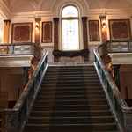 64496448 - 大理石とステンドグラスの階段