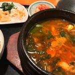 膳 - ユッケジャンスープセット(900円) ご飯お代わり無料