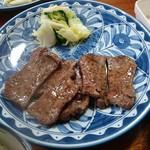 萃萃 - 牛たんセット1人前(1700円) ※税抜き 牛たん