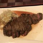 肉御殿 - カットステーキ最高!赤身が美味い
