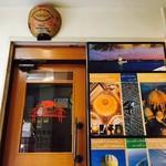 ボスボラス ハサン - 階段を昇ると小さな扉が!