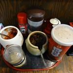 麺屋 龍 & ファミリー - 調味料たち