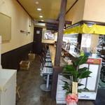 麺屋 龍 & ファミリー - 店内 入口から