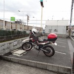 麺屋 龍 & ファミリー - 嫁さんセロー号と駐車スペース