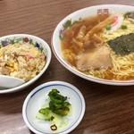 64511389 - ラ-メン+半チャーハン850円