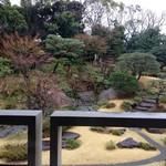 64512194 - お席からの眺め。枝垂れ桜が咲いていたらどんなにか素敵だったでしょう…