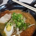 豚太郎 - 味噌カツラーメン 900円