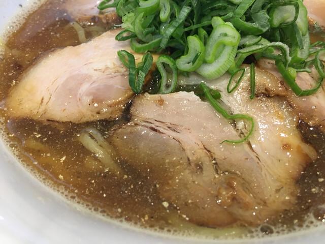 煮干し中華そば 一剣 - キラキラ煮干しスープ
