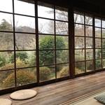 Chaanfuyou - 席からは広い庭を眺めることができます