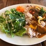 カフェ ソラ - 野菜たっぷりのカレー。ライスは五穀米です。