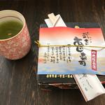 shuzenjiekibemmaizushi - お弁当のパッケージ。よく読むと地元食材へのこだわりが書かれています。