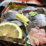 shuzenjiekibemmaizushi - ピカピカのアジがいっぱいのってます。