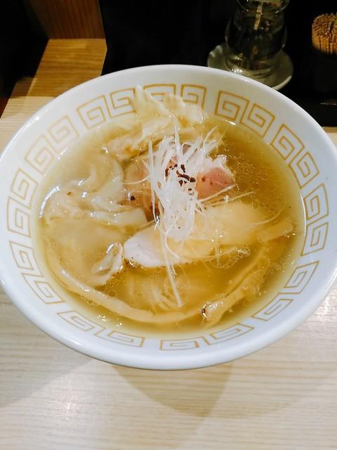 中村麺三郎商店 - 塩ワンタンらぁ麺 980円 プリっとごつめの海老ワンタンも〇まる。