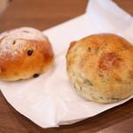 パン オ トラディショネル - 料理写真:ぶどう¥230・ほうれん草¥260