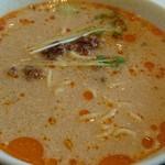 64527038 - まろやかなコクとピリ辛な中に、意外に酸味が効いた坦々麺スープ