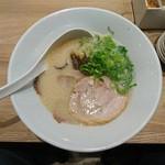 一風堂 - 2017年3月 白丸チャーシュー麺(2枚増し) 940円
