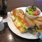 ドンク - 料理写真:【2Fカフェ】ローストビーフバケットサンドセット。飲み物はアイスティーをお願いしました。