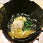 64529197 - ラーメン700円麺硬め海苔増し100円。