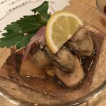 64529629 - 牡蠣のオイル漬け