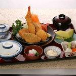 荒磯市場 - ミックスフライ定食(2,625円)小付 茶碗蒸し みそ汁 香の物 ご飯 フルーツ付