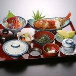 荒磯市場 - 刺身&煮魚定食(2,940円)小付 茶碗蒸し みそ汁 香の物 ご飯 フルーツ付