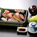 荒磯市場 - 駿河湾地魚寿司定食(2,515円)