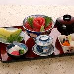 荒磯市場 - まぐろ丼定食 (2,890円) 小付 茶碗蒸し みそ汁 香の物 フルーツ付