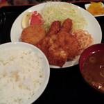 飲食笑商何屋ねこ膳 - ねこ膳ミックス定食630円