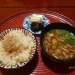 いと正 - タケノコご飯、漬物、なめこ味噌汁