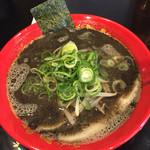 豚骨ラーメン 三福 - 黒ラーメン