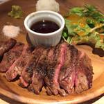肉バルGABUTTO - 黒毛牛のうちひらステーキ(¥1090+外税)