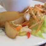 本山 de cafe HARUJI - サラダとフライドポテト