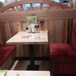 コメダ珈琲店 - テーブル席