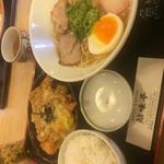 鮎味亭 - 白まるラーメンのミニチキンカツとじセット