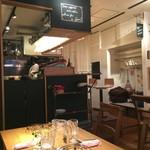 ポトフ料理ジョワ - 左側テーブルからカウンタ方向