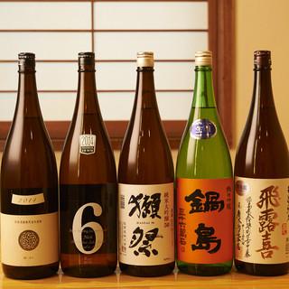 ショーケースに並んだお酒の中から、自らお選びいただく日本酒◎