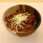フードコート 門 - 牛タン丼\950