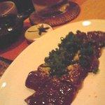 焼鳥と韓国料理 人生の楽園 - 和牛のレバ刺身