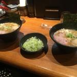 らー麺 鉄山靠 - こくまろ 醤油豚骨 太麺(トッピング ネギ 50円 味玉 100円) 750円
