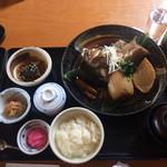 64563542 - 蕎麦と小鉢、味噌汁と茶碗蒸し、ごはん。そしてアラ煮。アラ煮は大きなうつわにたっぷり。