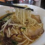 満来屋 - 自家製のストレート中細麺