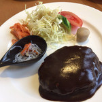 キッチンHabataki - ドミグラスソースのハンバーグ 付け合わせにちょこんと里芋が可愛いです。